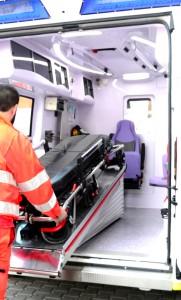 Il piano barella per caricare e scaricare il paziente in ambulanza. E' ormai un presidio fondamentale