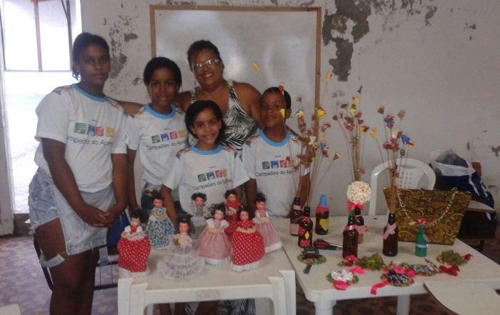 aula de artesanato para as crianças e adolescentes do Projeto Campeões do Aprender (1)