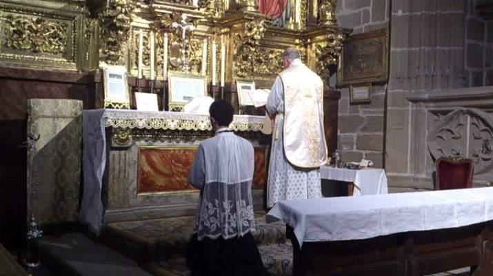 Misa-Tradicional-en-Pamplona