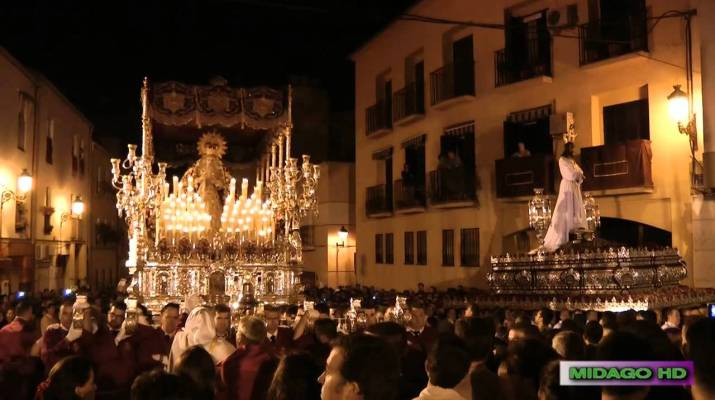 A-PIE-DE-TRONO-2014-CAUTIVO.-ENCIERRO.-HIMNO-REZO-A-TUS-PIES.-www.lacamaracofrade.com_