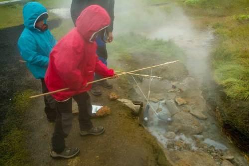 islande enfant eaux chaude
