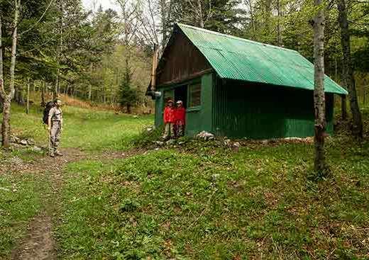 vercors-cabane-enfant-randonnée