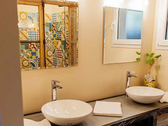 salle-de-bain-gite-lac-du-salagou