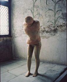 Berlinde De Bruyckere, Aanéén-genaaid, 1999. Cire, polyester, couvertures, 170 x 63 x 64 cm, Collection Enea Righi, Bologne, photographie François Halard
