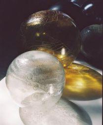 Jana Sterbak, Planetarium, 2003. Verre, 33 éléments, dimensions variables, Centre international de recherche sur le verre et les arts plastiques, Marseille, photographie François Halard