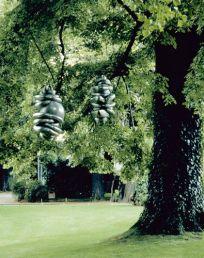 Louise Bourgeois, LesBienvenues, 1996. 2 éléments en fonte d'aluminium Centre national des arts plastiques © Louise Bourgeois Trust / ADAGP / Cnap