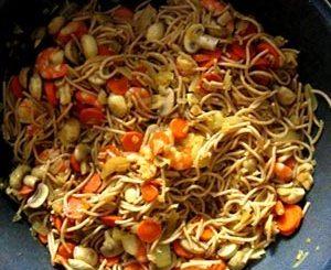 Wok de espaguetis y gambas