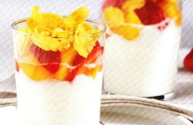 Fruta con queso fresco y yogur