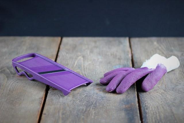 mandoline et gants