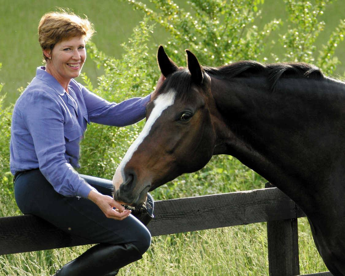 Episode 003 – Interview With Randi Thompson of Horse & Rider Awareness