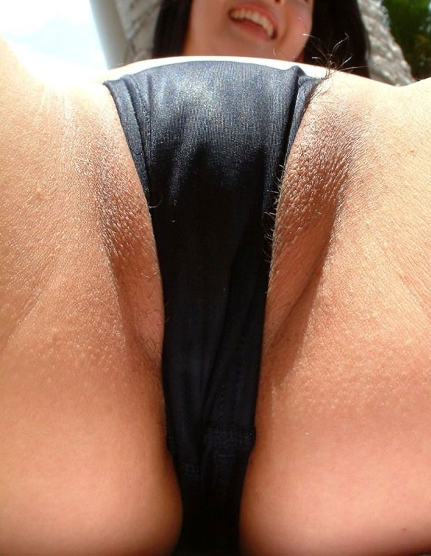 loose panties crotch shots hairy