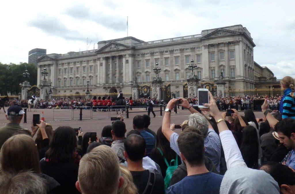 Decepções de viagem - Troca da Guarda do Palácio de Buckingham, em Londres (Reino Unido)