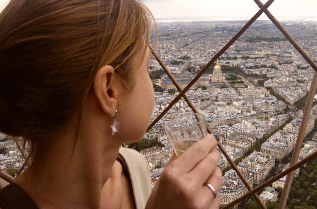 Decepções de viagem - Topo da Torre Eiffel, em Paris (França)