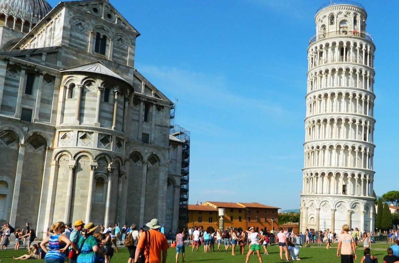 Verão na Europa pode ser roubada - Torre de Pisa (Itália)