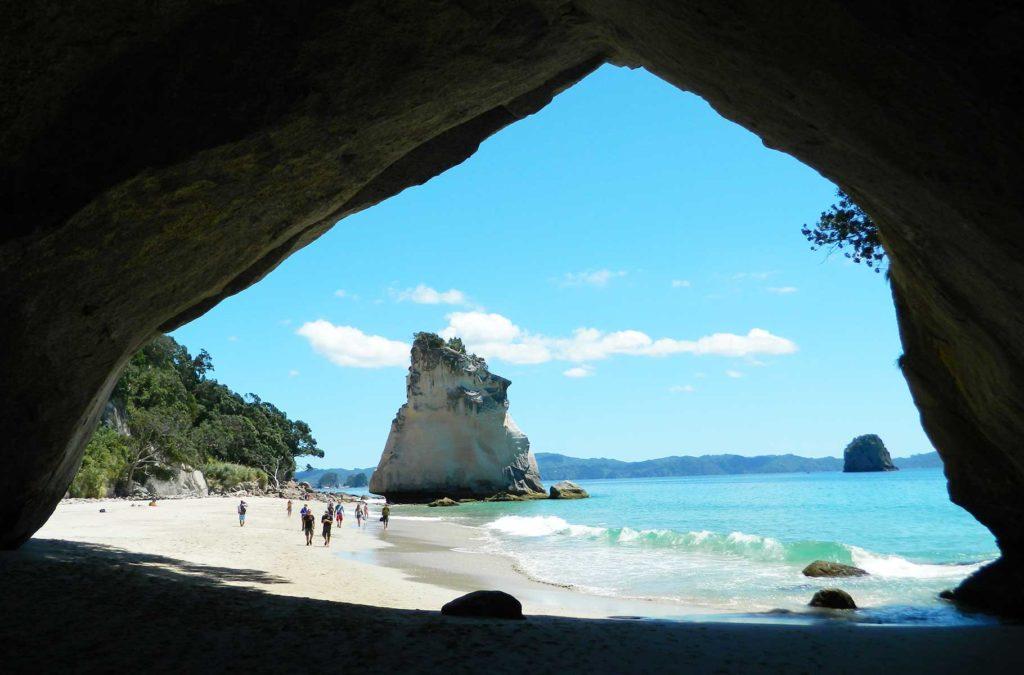 Lugares imperdíveis na Oceania - Cathedral Cove (Nova Zelândia)