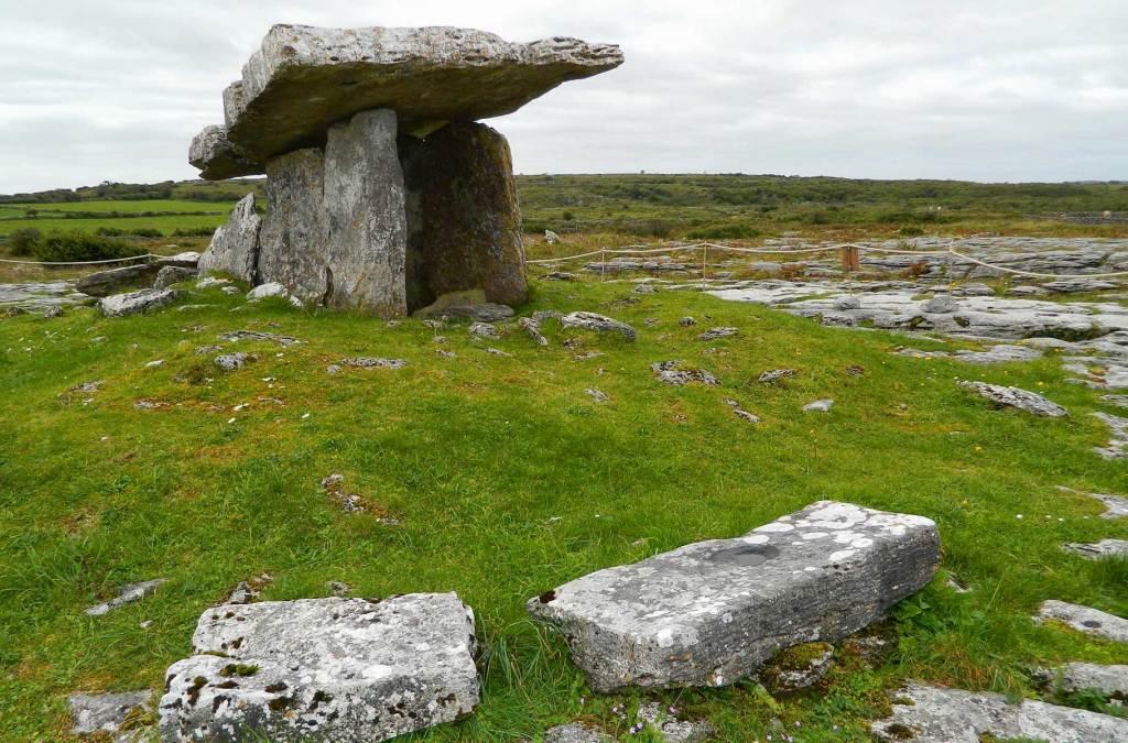 Roteiro na Irlanda - Tumba de Poulnabrone