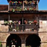 Casona montañesa junto a la iglesia (Carmona)