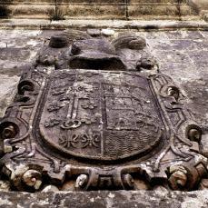 Escudo de armas del Palacio de Quirós (s. XVII), Ucieda