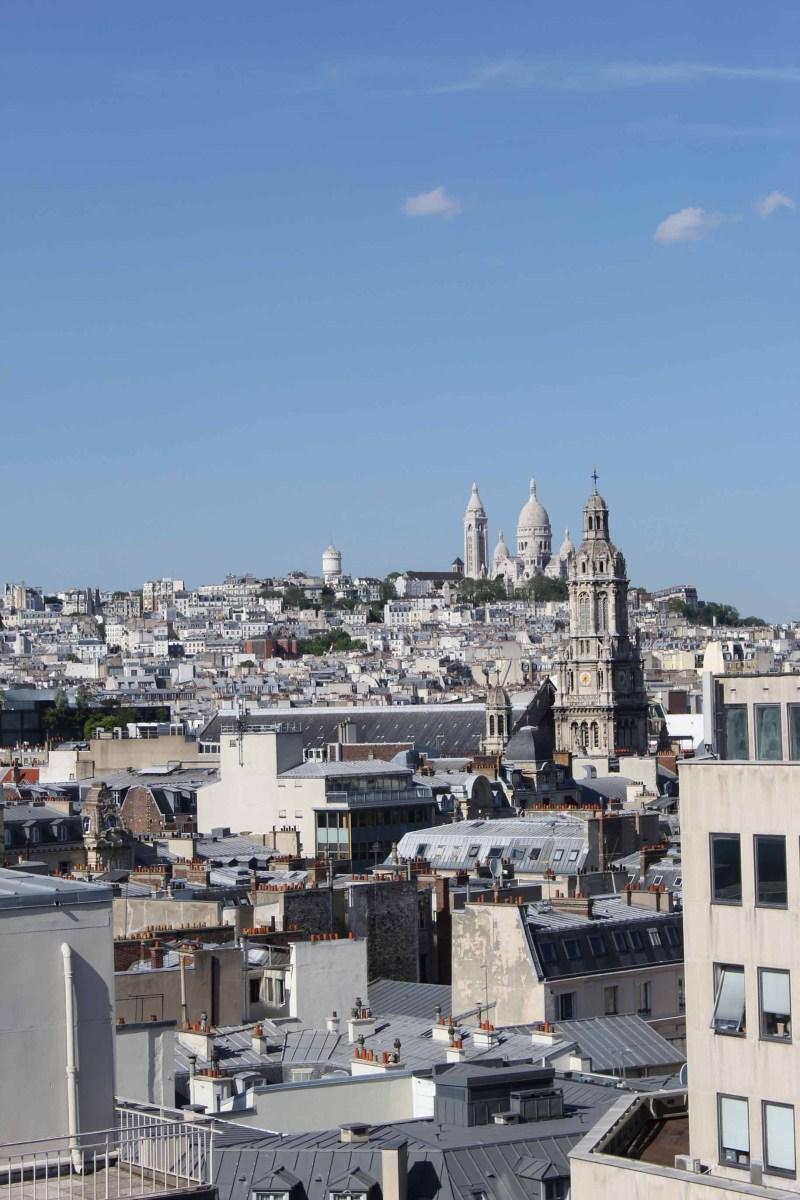 Bronzette sur la terrasse du Printemps à Paris