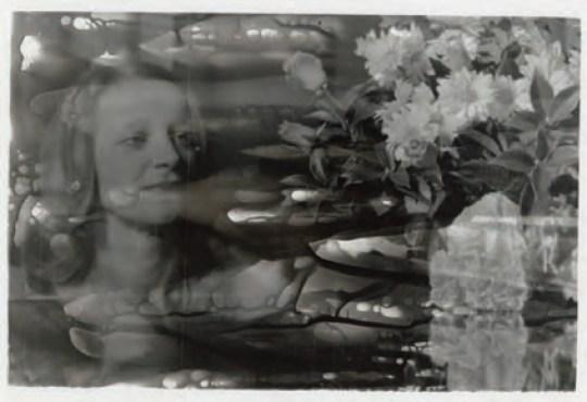 CRISTINA VOLPI, MEMORO. L'UMANA COMEDÌA libro d'artista 2011 tessuto, carta, filo, polvere di madreperla libro-cofanetto 27x30 cm dimensione installazione 125x175 cm
