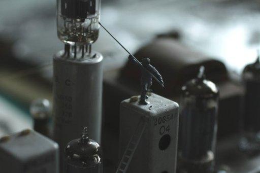 Smallville #2, 2011 tecnica mista, figure in miniatura, radio recevente a onde corte / mixed media, miniature figures, short waves radio receiver 50 x 50 x 119 cm (dettaglio / detail)