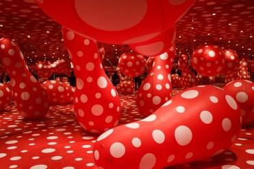 Yayoi Kusama, Infinity Mirrored Room - Dots Obsession, 1998