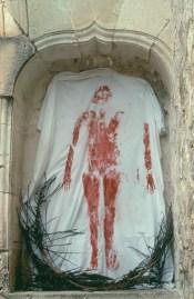 Ana Mendieta, Untitled (Silueta Series, Mexico), 1976 (stampa postuma 1991), fotografia a colori, cm 50.8 x 40.6 © The Estate of Ana Mendieta Collection Courtesy Galerie Lelong, New York