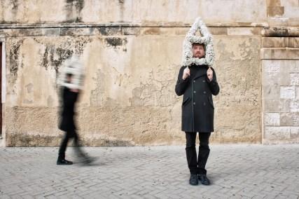Cosa Vedi, Sasha Vinci - Maria Grazia Galesi, Performance Urbana, Scicli, 2013, Mix Media. Foto: Luca Migliore