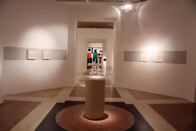 Il Piedistallo Vuoto. Fantasmi dall'Est Europa, veduta della mostra, Museo Civico Archeologico, Bologna