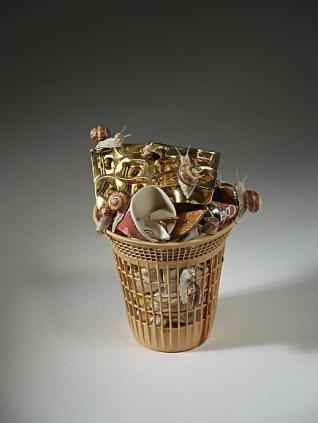 Bertozzi & Casoni, Cestino della discordia, 2012, ceramica smaltata, 38x30x26 cm Courtesy Sperone Westwater