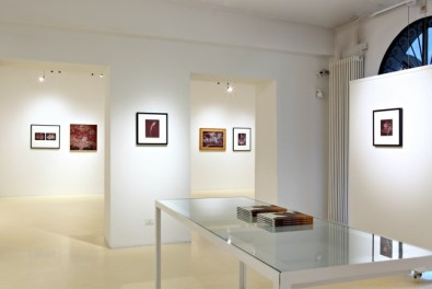 Sconfinamenti. Vintage ed unicum di Nino Migliori, veduta dell'allestimento, 2014, 2000&Novecento di Reggio Emilia, foto di Fabio Fantini