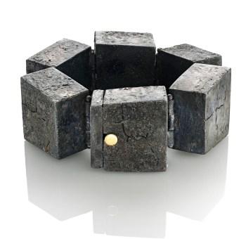 Luigi Mariani, Stonehenge, 2012, braccialetto, argento 18kt, oro giallo, niello, patina, Primo Classificato Concorso 2013 Courtesy Fondazione Cominelli / AGC