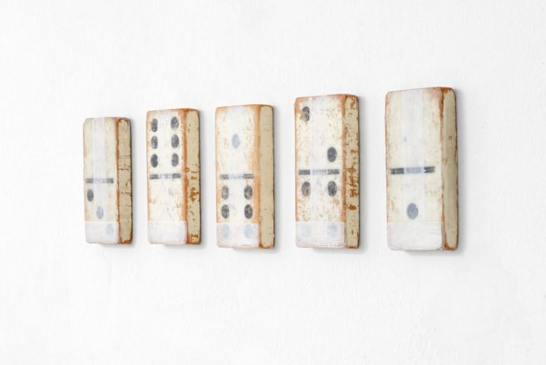 Stuart Arends Domino - 2014 (5 pezzi) Olio e cera su legno di recupero / oil and wax on found wood, 17x7,6 cm cad. / each, PH MICHELE ALBERTO SERENI