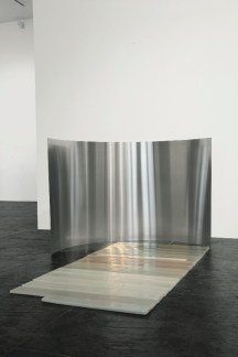Elena Modorati, Brevima dies, 2015, cera e acciaio, 65x90x160 cm Courtesy Progettoarte elm Foto Bruno Bani, Milano
