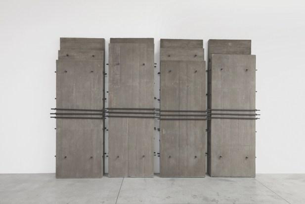 Giuseppe Uncini, Architetture n. 202, 2005, cemento e ferro, 270x390x32 cm Cardi Gallery, Milano