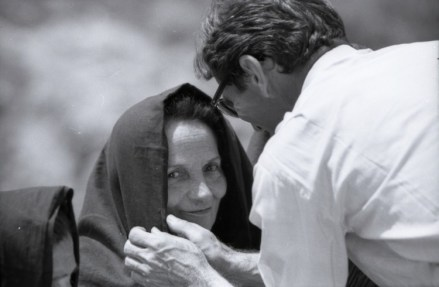 """Susanna Colussi e Pier Paolo Pasolini sul set di """"Il Vangelo secondo Matteo"""",1964 © Angelo Novi/Cineteca di Bologna"""