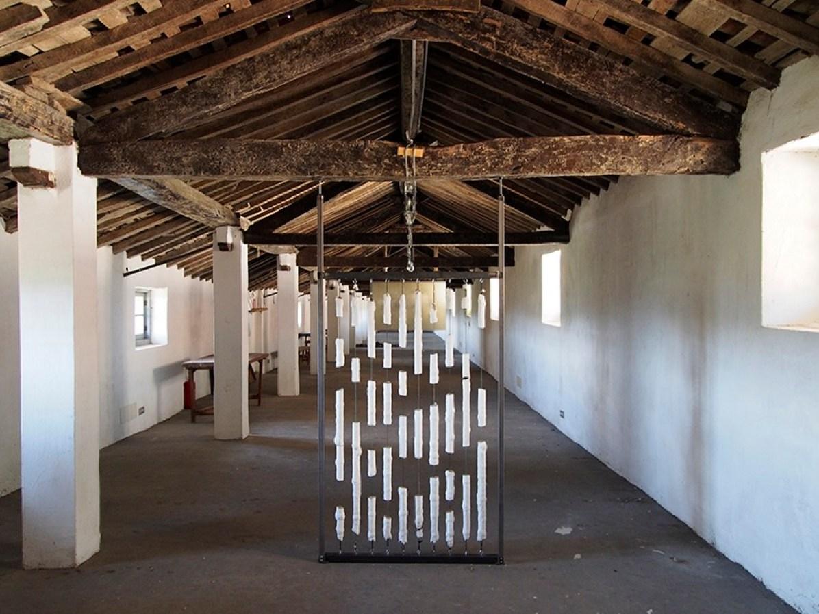 Diego Soldà, +40%, 2016, tempera a strati su elastici e struttura in ferro con tiranti, 210x100 cm Courtesy l'artista Foto Andrea Repetto