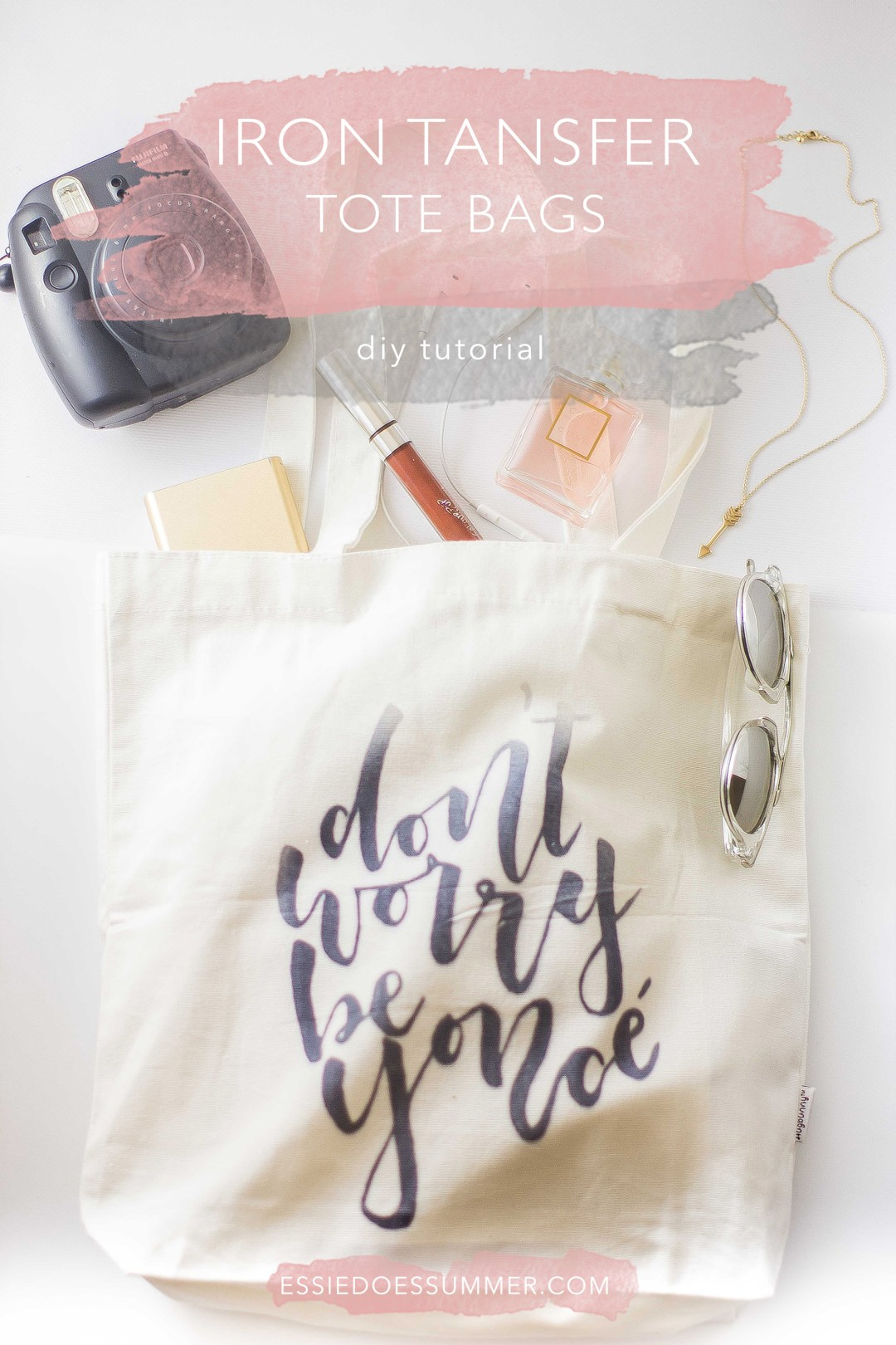 Easy-To-Follow directions to make these über cool tote bags with Beyoncé lyrics. Click through for the full tutorial || Essie Does Summer
