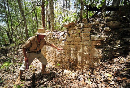 ancient_mayan_city_mexican_jungle