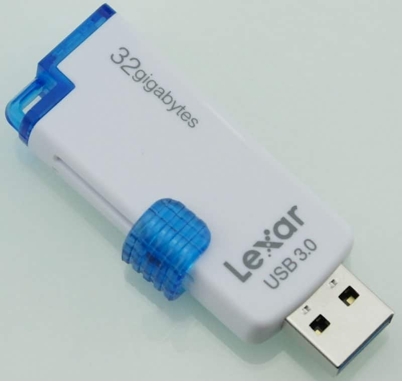 Lexar_JumpDrive_M20_USB3_Flashdrive-Photo-front_angle
