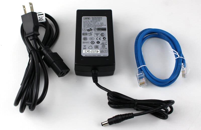 DLink_DIR-890L-Photo-box cables