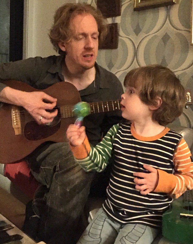 Milo sings
