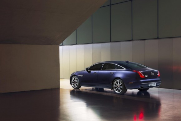 2016-Jaguar-XJ-rear-three-quarter-officially-unveiled-900x600