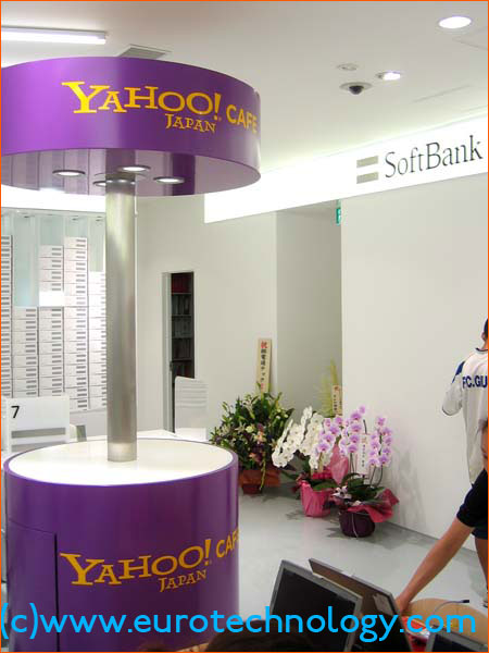 Yahoo! Cafe inside the SoftBank store