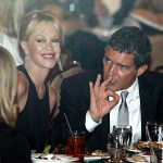 Actor Antonio Banderas (R) and his wife, actress Melanie Griffith are pictured at their table during a Democratic Party fundraiser headlined by U.S. President Barack Obama at the Beverly Hilton Hotel in Los Angeles May 27, 2009.