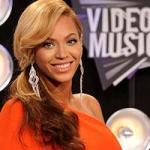 beyonce(2012-pregnant-at-2011-vmas-big-ver-upper)