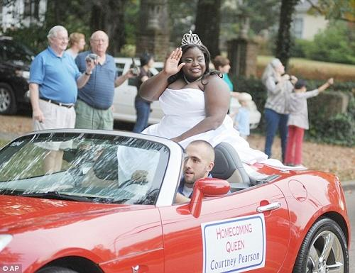 Courtney Roxanne Pearson (2012- Ol' Miss Homecoming Queen)