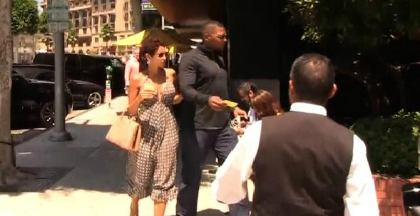 strahan & murphy (leaving restaurant)