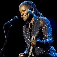 Tracy Chapman Moves 'Letterman' With 'Stand By Me' Performance (Watch)