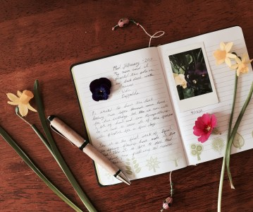 Enjoy the simpleness of life! Create a garden journal.